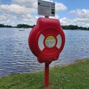 Ein 18-Jähriger aus Augsburg ist beim Schwimmen im Friedberger See gestorben.
