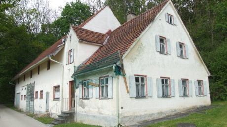 Das Potenzial im Wohnbaulandbedarf in Ustersbach liegt vor allem in innerörtlichen Flächen und leer stehenden Gebäuden. Unser Bild zeigt einen typischen Leerstand im Espach.