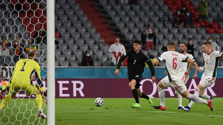 Kai Havertz sorgt für das 1:1 gegen Ungarns Torhüter Peter Gulacsi. Doch kurz darauf trafen die Ungarn noch einmal.
