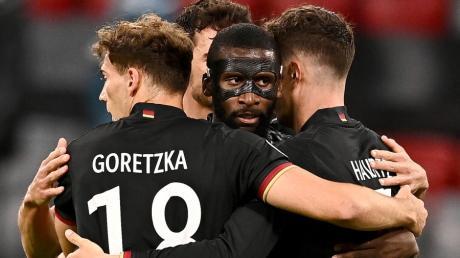 Am Ende rissen es die Joker raus: Mit dem 2:2 durch Leon Goretzka rettete sich die deutsche Nationalmannschaft in Achtelfinale der Fußball-EM.