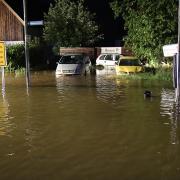 Im Landkreis Günzburg standen von Mittwoch auf Donnerstag Straßen unter Wasser, wie hier in Ichenhausen.