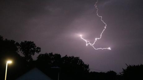Ein Gewitter mit Blitz und Donner zog am Montagabend auch über Rehling hinweg.