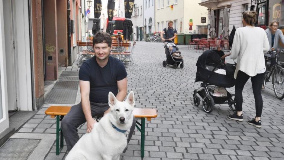 Geigenbaumeister Samuel Rusch sagt, die Situation in Augsburgs Innenstadt habe sich über die Jahre hinweg verschärft.