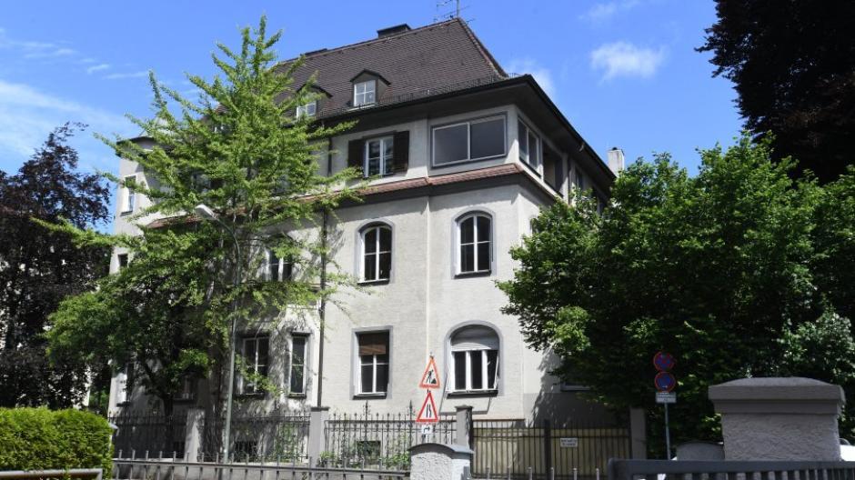 Die alte Villa in der Augsburger Hochfeldstraße 15 wird jetzt auf ihre Denkmaleigenschaft geprüft.