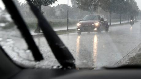 Heftige Unwetter haben am Dienstagabend im Landkreis Augsburg erneut für zahlreiche Einsätze der Rettungskräfte gesorgt.