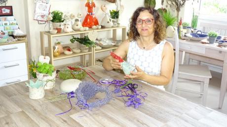 Renate Bergmair weiß, wie man aus verschiedenen Materialien Schönes herstellt. Jetzt gibt sie ihre Erfahrungen und ihr Können in Kursen weiter.