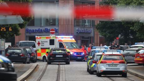 Verschiedene Behörden hatten mit dem Würzburger Messerangreifer in den vergangenen sechs Jahren zu tun. Hätte man die Tat verhindern können?
