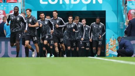 Mit drei Änderungen in der Startelf startet die DFB-Elf im Prestigeduell gegen England.
