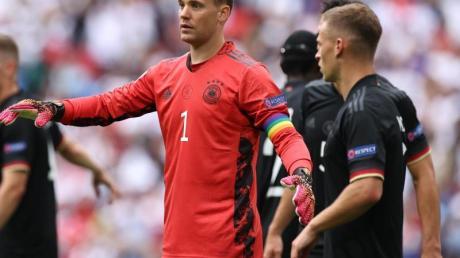 Auch in Wembley lief DFB-Kapitän Manuel Neuer wieder mit der Regenbogen-Binde am Arm auf.