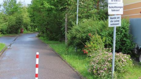 Die Sperrpfosten an der Umfahrung des Betreuten Wohnens in Diedorf bleiben bestehen. Sie gewähren ein störungsfreies Befahren des Geländes von Feuerwehr und Rettungsfahrzeugen.