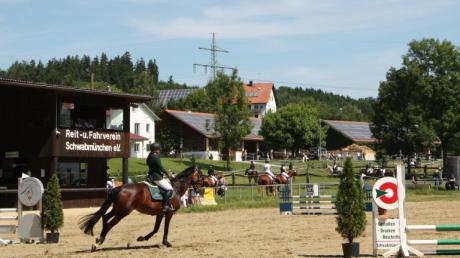 Auf der Anlage des Reit- und Fahrvereins Schwabmünchen in der Leuthau wurde an zwei Tagen großer Sport im  Springreiten und der Dressur geboten.