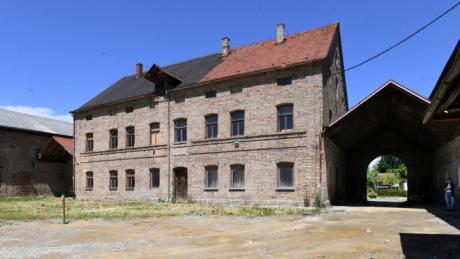 Jahrzehntelang stand die Malzfabrik in Schwabmünchen leer. Nun wird das denkmalgeschützte Gebäude saniert.