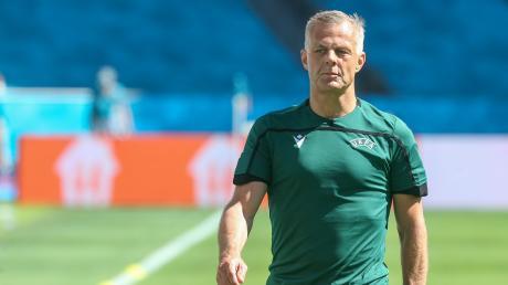 Björn Kuipers steht im EM-Finale England gegen Italien als Schiedsrichter auf dem Platz.