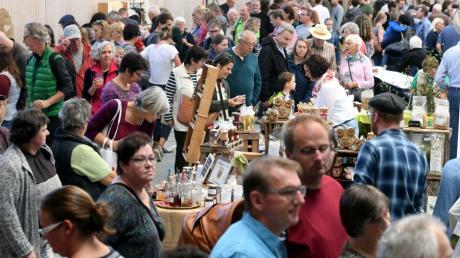 Vor Corona fand der gemeinsame Regionalmarkt von Naturparkverein und Regionalentwicklung auch schon mal in der Rothtalhalle Horgau statt. Er war stets sehr beliebt.
