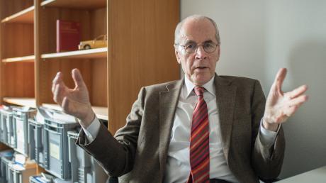 Christian Pfeiffer, langjähriger Direktor des Kriminologischen Forschungsinstituts Niedersachsen, erwartet weitere Aufklärung zu den Hintergründen der Messerattacke in Würzburg.