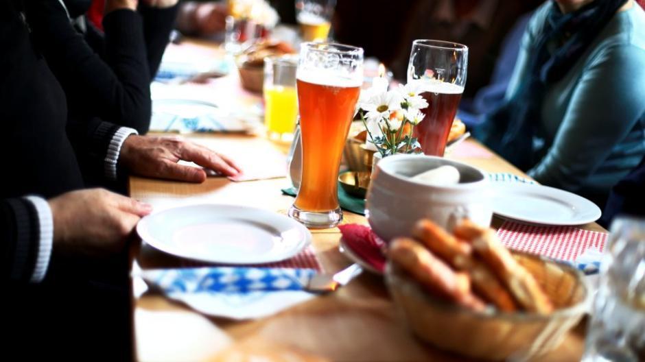 Geht es nach Gesundheitsminister Jens Spahn (CDU), wird es für Ungeimpfte im Herbst und Winter kein Frühschoppen mehr geben.