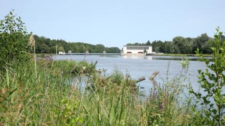 Bei der Staustufe in Offingen wurde auf einer Länge von 500 Metern der Damm ökologisch saniert. Mit dem Einbau von Öko-Bermen verbessert die LEW Wasserkraft nicht nur den Hochwasserschutz, sie schafft gleichzeitig neue Lebensräume.