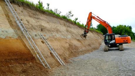 Die verschiedenen Bodenschichten auf dem Hochfeld bei Bobingen sind in der Kiesgrube der Firma Lauter Beton gut zu sehen.