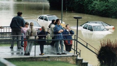 Die Bilder von überfluteten Regionen in Deutschland wecken bei Augsburgerinnen und Augsburgern schlimme Erinnerungen an das Pfingsthochwasser 1999.