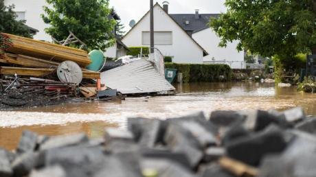 Heftige Regenfälle haben für Schlammlawinen und Überflutungen gesorgt. Viele Betroffene sind jetzt auf Schlafplätze und Spenden angewiesen.