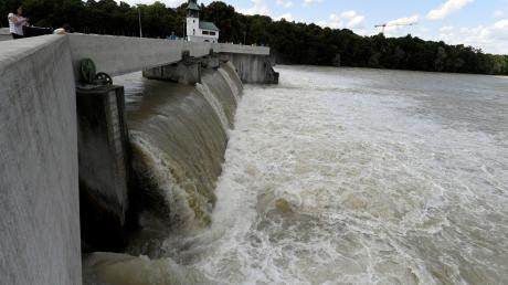 Zwar sind auch Lech und Wertach stark angeschwollen, ein Hochwasser droht in Augsburg aber nicht.