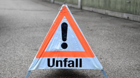 Unter Alkoholeinfluss verursachte ein Autofahrer einen Unfall bei Fessenheim. (Symbolbild)