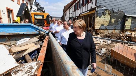 Das Wasser der Erft hat in Bad Münstereifel große Schäden angerichtet. Angela Merkel besuchte mit Unions-Kanzlerkandidat Armin Laschet die Opfer der Überschwemmungen.