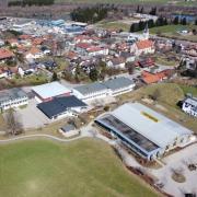 In Blaichach (Landkreis Oberallgäu) verbrachte eine Gruppe der Mittelschule Friedberg drei Tage. Die Zahl der corona-infizierten Schülerinnen, Schüler und Lehrkräfte steigt.