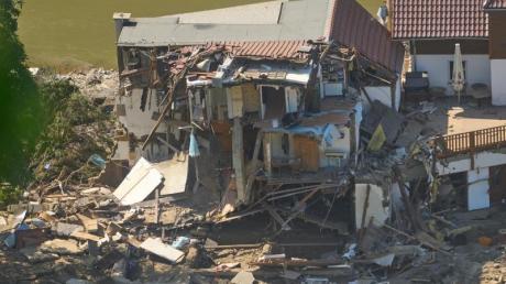 Ein Haus in Marienthal (Rheinland-Pfalz) ist nach dem Hochwasser vollkommen aufgerissen.