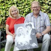 Renate und Günther Kunte aus Nersingen sind seit 50 Jahren verheiratet. Hund Emmy feiert mit.