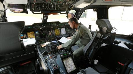 So sieht es im Cockpit der A400M aus.