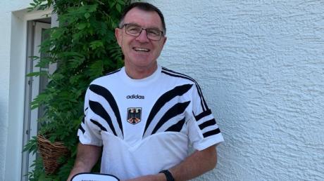 Es passt noch: Konrad Dobler mit dem T-Shirt und der Gürteltasche von den Olympischen Spielen 1996 in Atlanta.