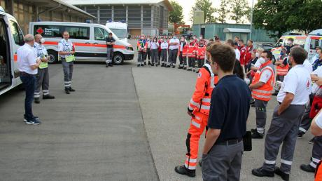 66 Einsatzkräfte sind am Samstagmorgen auf dem Weg nach Rheinland-Pfalz.