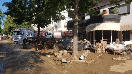 Die Wassermassen haben in Ahrweiler große Verwüstung angerichtet. Ein Illertisser BRK-Mitglied ist vor Ort, um zu helfen.