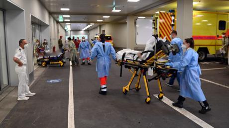 Vier Soldaten, die bei den Kämpfen in der Ostukraine verletzt wurden, werden jetzt im Ulmer Bundeswehrkrankenhaus versorgt.