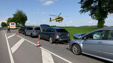 Sieben Menschen wurden bei dem Unfall bei Ulm verletzt.
