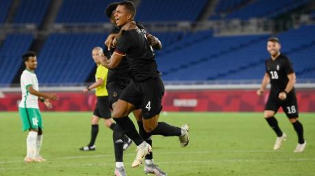 Felix Uduokhai (Nr. 4)  erzielte bei Olympia ein wichtiges Tor für Deutschland. Doch das Team schied nach der Vorrunde aus.