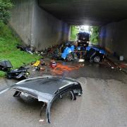 Bei einem schweren Verkehrsunfall an der Unterführung der A7 bei Illereichen ist am Sonntagmorgen ein 42 Jahre alter Mann ums Leben gekommen.