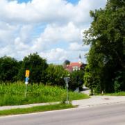 """""""Ein ganz sensibler Bereich"""": Jetzt hat der Stadtrat den Bauantrag für ein 450 Quadratmeter großes Einfamilienhaus am Südende der Kirchstraße in Wulfertshausen doch abgelehnt."""