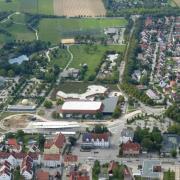 Zwischen Eisarena und Matrix sollen das Königsbrunner Forum und ein Veranstaltungssaal entstehen. Auch der Sport- und Freizeitpark West dahinter soll aufgewertet werden.