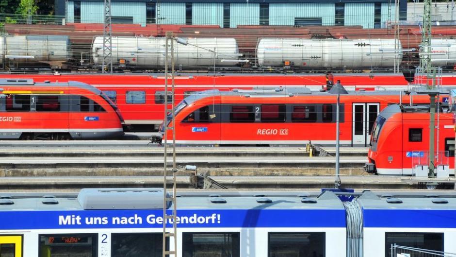 Auf den Schienen in der Region geht es eng zu. Fernzüge, Regionalzüge und Güterzüge kommen sich in die Quere.