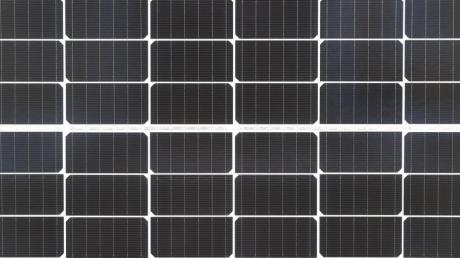 Sonnenstrom soll auf einem knapp ein Hektar großen Areal beim Obsthof Mahl in Haunsried (Adelzhausen) erzeugt werden. Bei der Agri-Fotovoltaikanlage kann die Fläche weiterhin landwirtschaftlich genutzt werden.