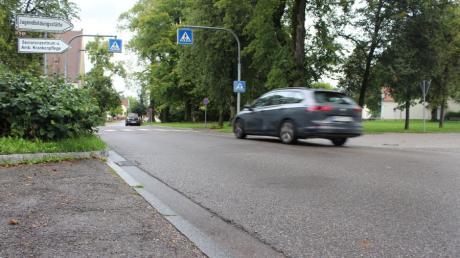 Die Kreisstraße MN8 in Babenhausen wird saniert. Das Bild zeigt den Bereich am Espach-Platz.