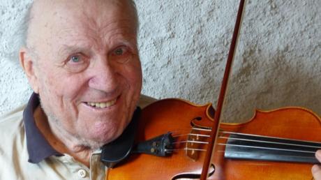 Seit 40 Jahren vereint: Wilfried Sendler und seine kleine Stradivari.