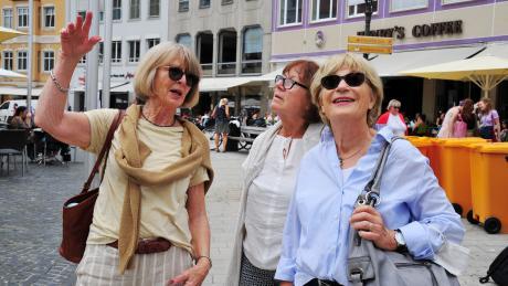 Helga Reber, Helga Kleine und Heike von Dalern (von links). Reber zeigt den Gästen ehrenamtlich ihre Stadt. Der Zugang ist ein besonderer.
