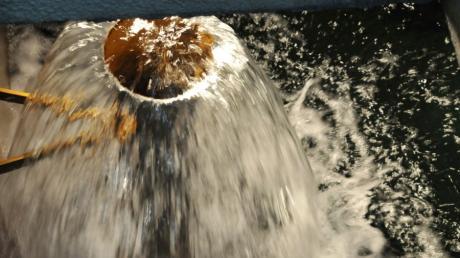 Durch dieses Rohr fließt sauberes Trinkwasser, das anschließend über das Leitungsnetz zu den Verbraucherinnen und Verbrauchern gelangt.