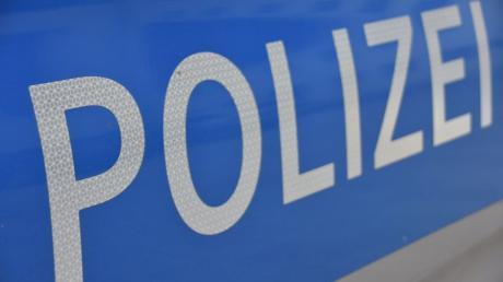 Die Polizei ermittelt: In Neu-Ulm wurde ein Wahlplakat angezündet. .