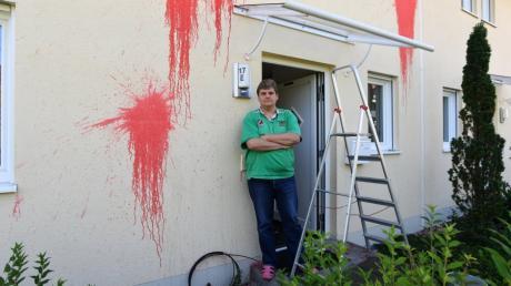 Das Haus des AfD-Bundestagsageordneten ist von Unbekannten mit Farbkugeln beworfen worden.