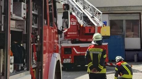 Ein Brand in einem Holzspänesilo der Schreinerei von Möbel Wirth in Grafertshofen hat am Freitagnachmittag einen größeren Feuerwehreinsatz ausgelöst.