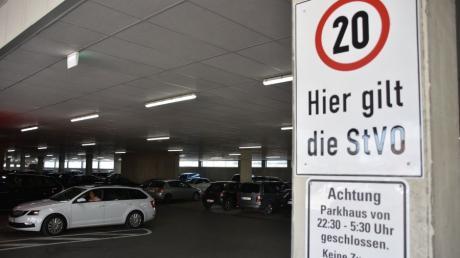 Auf dem Parkplatz des Einkaufszentrums Donaumeile in Donauwörth ist ein Unbekannter nach einem Unfall geflüchtet.